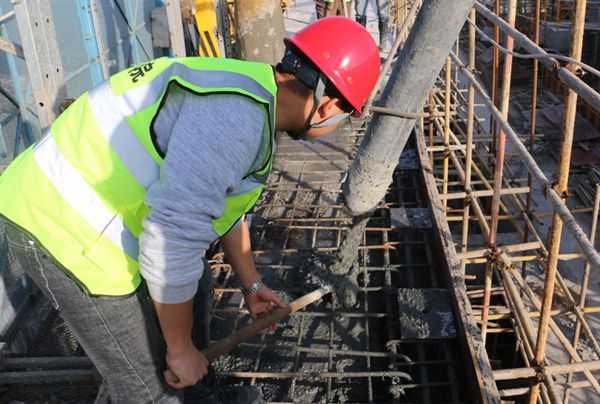 High-rise structure concrete pumping